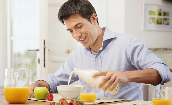kahvalti_yapan_erkekler